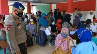 Officers Are Exhausted By Vaccination of Islanders in Karimun Until They Run Out Of Stock